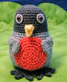 http://translate.googleusercontent.com/translate_c?depth=1&hl=es&rurl=translate.google.es&sl=en&tl=es&u=http://squirrelpicnic.com/2014/05/15/roly-poly-rosa-robin-crochet-pattern/&usg=ALkJrhgoX0a2b1Jy1tLrumtgaI3lwOg2GA