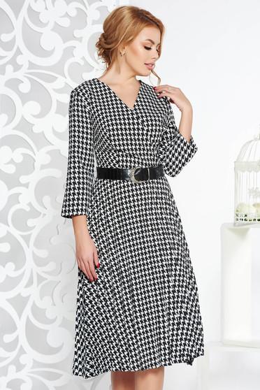 Rochie neagra eleganta in clos plisata din material usor elastic cu accesoriu tip curea