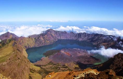 Bagi warga Indonesia tentunya sudah tidak abnormal perihal wisata gunung rinjani 7 Panorama Gunung Rinjani di Lombok Yang Mempesona