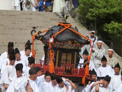 鶴岡八幡宮神輿(応神天皇)