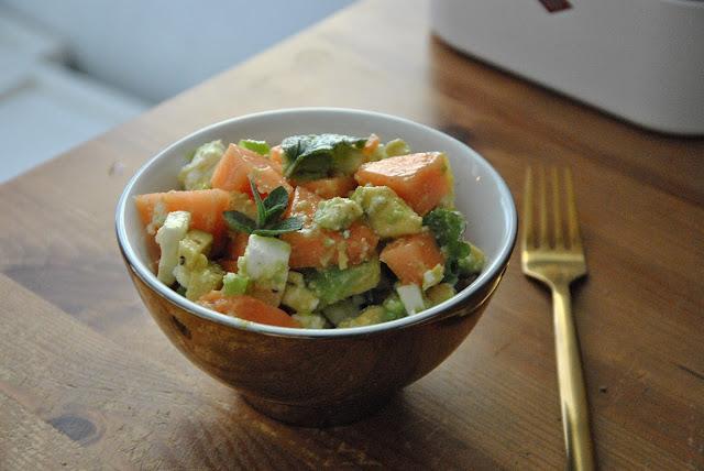 Melonensalat mit Feta, Avocado und Minze