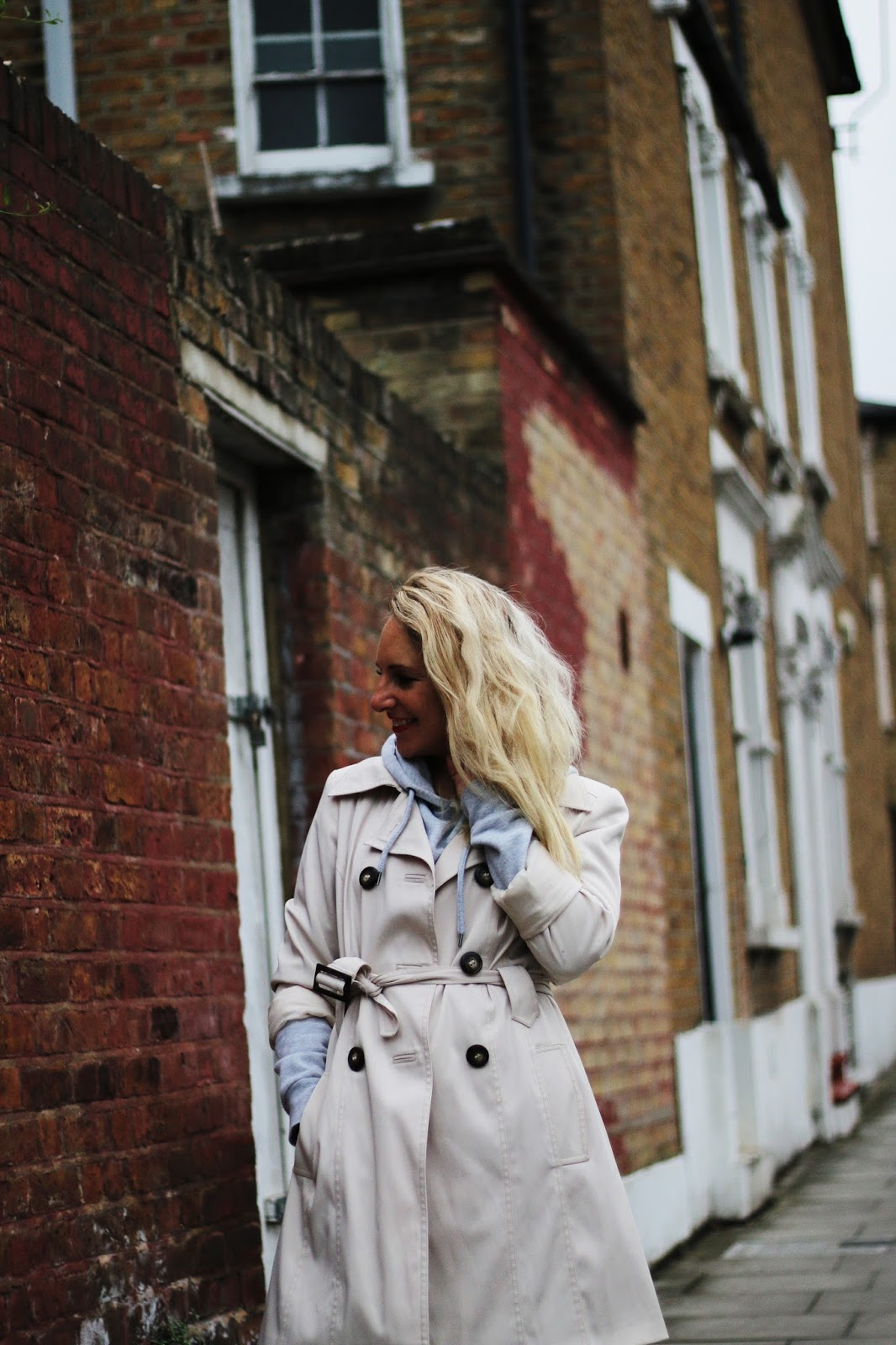 how to style a trench coat