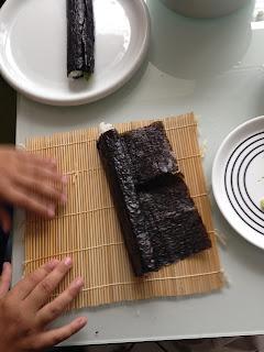 Kinder in der Küche: Sushi selber rollen