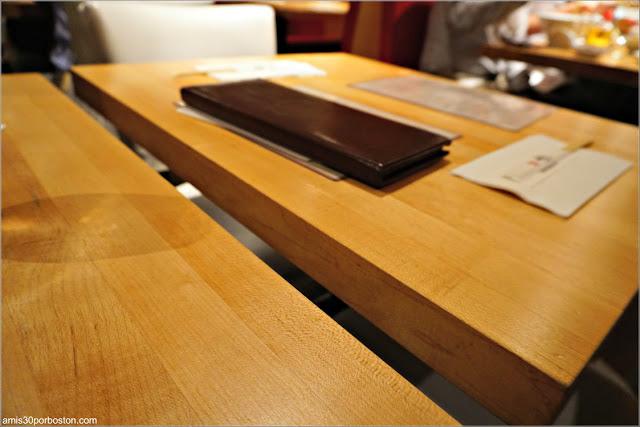 Mesas del Restaurante de Ramén Japonés Ippudo Westside en Nueva York