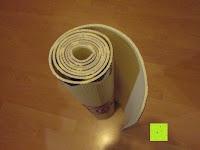 """zusammengerollt: Yogamatte """"Ravana"""" Die ideale Yoga- und Gymnastikmatte für Yoga-Einsteiger. Maße: 183 x 61 x 0,4cm / Tribal Center"""