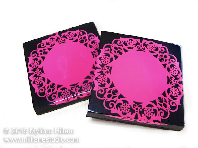 Black square coaster embedded with magenta doiley