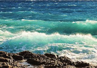 Emite Michoacán recomendaciones por mar de fondo