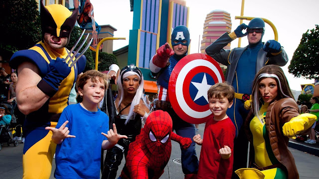Fotos com os personagens que estão no Marvel Character Dinner