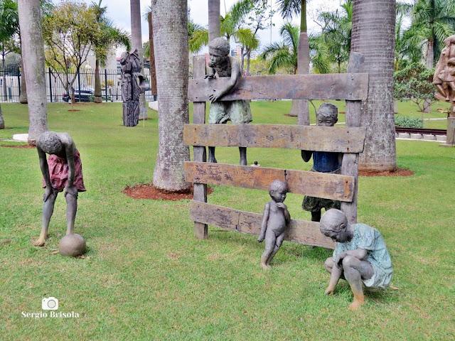 Close-up da Escultura Paulistinhas - ALESP - Paraíso - São Paulo