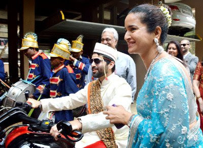 akshai-came-on-bike-for-wedding