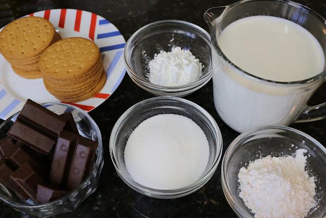Ingredientes para natillas con galletas y chocolate
