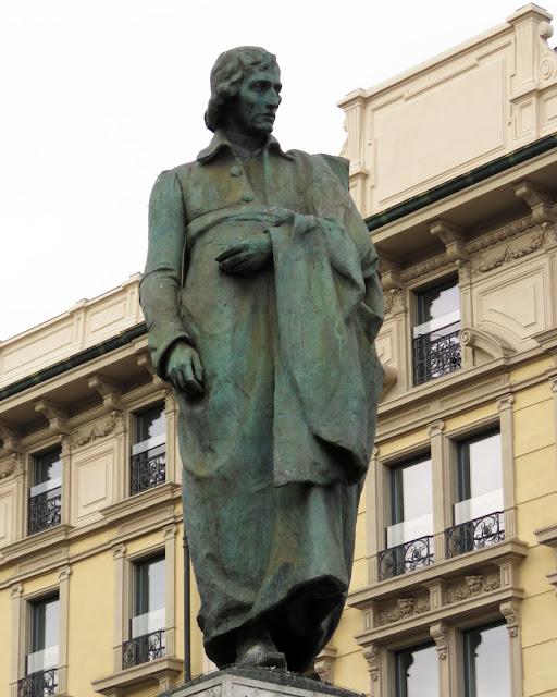 Statue of Giuseppe Parini by Luca Secchi, Piazza Cordusio, Milano
