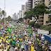 """Em """"Marcha da Família"""", bolsonaristas insultam mulheres"""