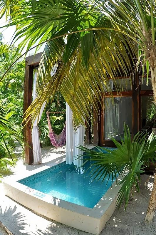 10 Contoh Desain Kolam Renang Mungil, kolam renang mini ...