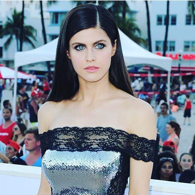 Foto & Profil 100 Artis Cantik Hollywood Paling Hot Dan Seksi 2016-2017