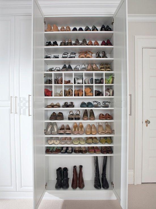 Armários e closets... planejar os espaços internos ajuda a manter tudo organizado