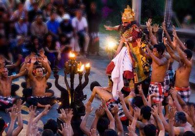 Berikut ini ialah bahan lengkap ihwal suku bali  Suku Bali : Kebudayaan, Sistem Kepercayaan, Kekerabatan, Politik, Ekonomi, Kesenian