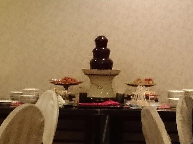 フルーツとホテル特製スイーツブッフェの写真