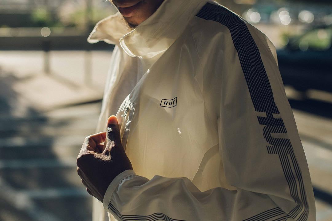merek merk brand branded model kaos streetwear sejarah profil pilihan favorit terkenal populer toko distro lokal luar oke keren bahan desain gambar tulisan original kw