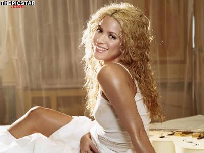 صور، إغراء، المغنية، شاكيرا، Shakira، ساخنة، عارية، مثيرة، تيشيرت، أأرداف، سيقان