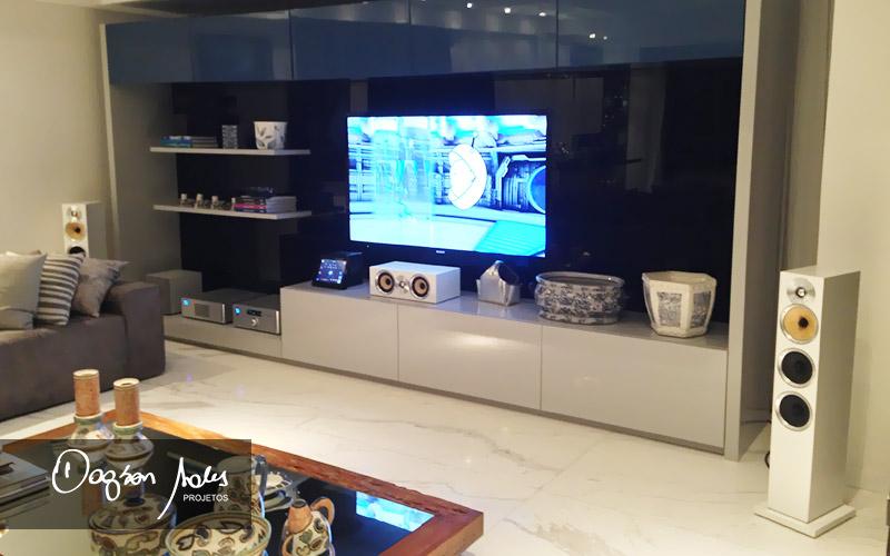 Luxuoso projeto de home cinema, automação e TV Espelho MirrorTV para apartamento em Recife / PE | Dagson Sales Projetos