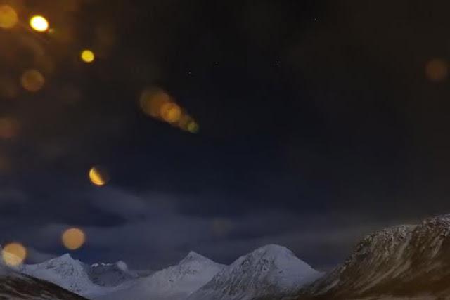 Arnøya, sinivuorten yö