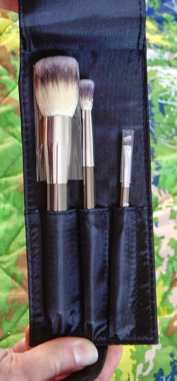 IT Cosmetics Heavenly Luxe 6-Piece Brush Collection With Travel Case (3 brushes).jpeg