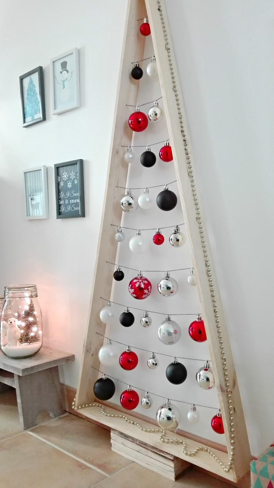d coration de no l sapin design minimaliste truc. Black Bedroom Furniture Sets. Home Design Ideas
