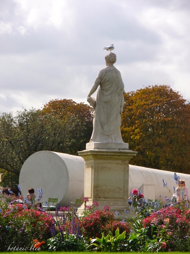 paris-tuileries-garden-statue-flowers-pigeon
