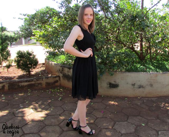 Look do dia: Vestido preto curto para festa