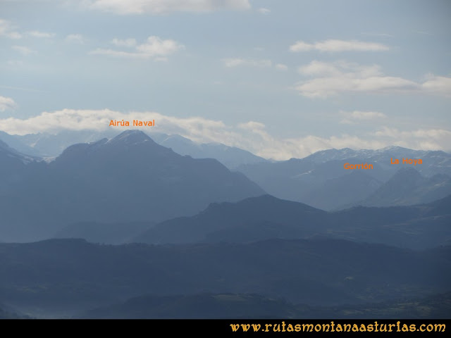 Ruta Sierra Bufarán, picos Degollada o Grande y Cotera: Vista de Airúa Naval, Gorrión y La Hoya