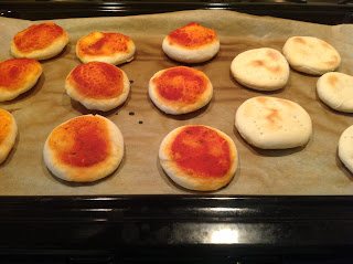 Mini pizza - gustare pentru pitici
