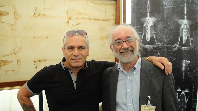 Simon Brown and Barrie Schwortz..Shroud.com