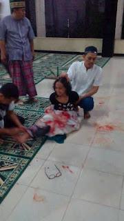 Ustad Saat Salat Subuh di Masjid Ditusuk Wanita Diduga Gila