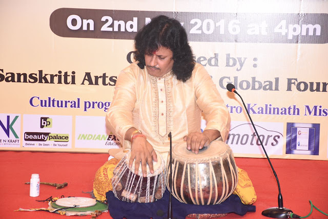 17. Tabla maestro Kalinath Mishra ji performing