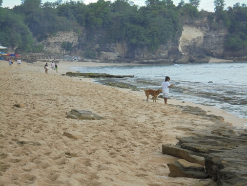 Balangan Beach Jimbaran Bali is 1 of the best beaches Bali has to offering BeachesinBali: Balangan Beach Bali - Romantic Beach as well as Tranquil Environment!