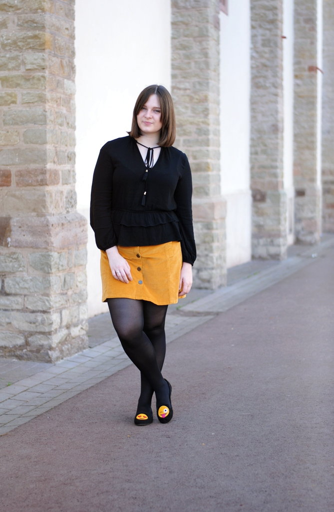 outfit smiley loafers yellow black