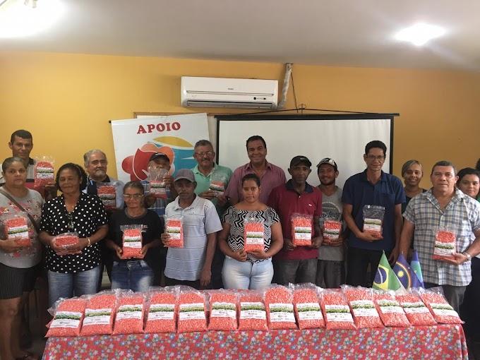 Prefeitura do Paudalho distribui sementes de milho para agricultores