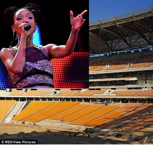 Brandy performs fo empty seats in SouthAfrica