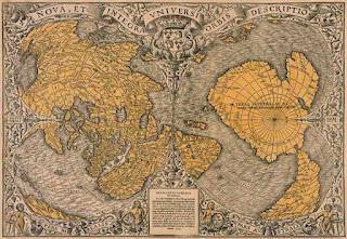 Cette interprétation de la fameuse carte de  Piri Reis est soutenue notamment par Charles Hapgood, professeur américain d'histoire des sciences, dans son livre Cartes des Anciens Rois des Mers. Certains auteurs considèrent la carte comme un « OOPArt », estimant qu'elle a été réalisée 300 ans avant la découverte de l'Antarctique et qu'elle montre la côte telle qu'elle se présente sous la glace (ce qui ferait remonter les informations à 10 000 ans).