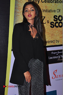 Actress Amala Paul Stills in Black Dress at South Scope Lifestyle Awards 2016 Red Carpet  0085.JPG