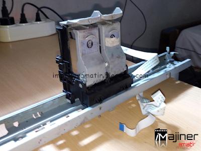 Rel dan Dudukan Rumah Cartridge dicopot dari Badan Printer