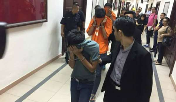 Rasuah: 2 pemain bolasepak Sarawak , seorang bookie direman
