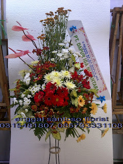 rangkaian karangan bunga standing