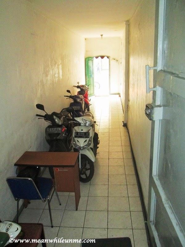 Chez Bon Hostel, parkir kendaraan motor