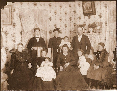 Family of Thomas Bird Reeves - his widow, Louisa Ford Reeves on far left