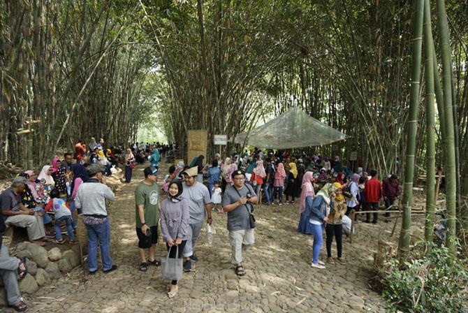 Suasana Pasar Papringan Temanggung yang berada di dusun Ngadiprono