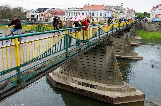 Пішохідний міст і вид на Нове місто