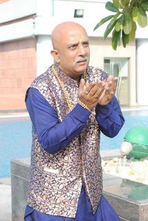 Rajesh Puri berperan sebagai Raj Purohit