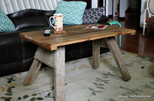 rustic, reclaimed wood, barnwood, coffee table, farmhouse, http://goo.gl/2Ur94T
